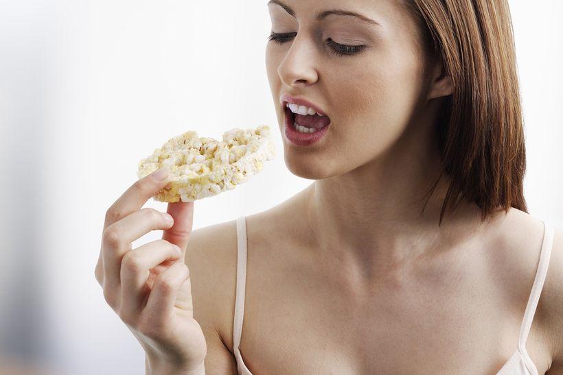 Sú ryžové chlebíčky akaiserky zdravšie ako biele rožky?