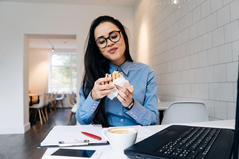 5 dôvodov, prečopri práci zdomu jete viac, než skutočne potrebujete