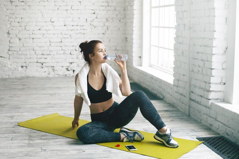 Pomáha pitie vody schudnutím?