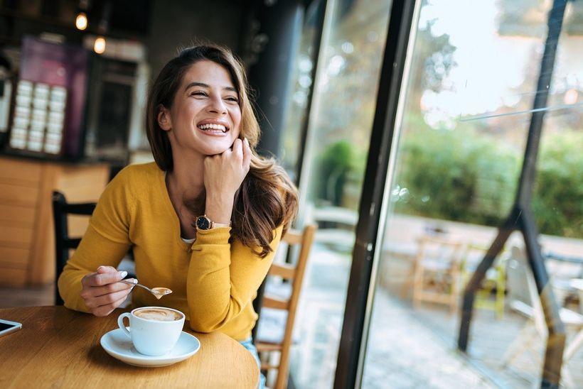 Je naozaj pravda, že káva smliekom spôsobuje rakovinu, tráviace ťažkosti anemá žiadny stimulačný účinok?