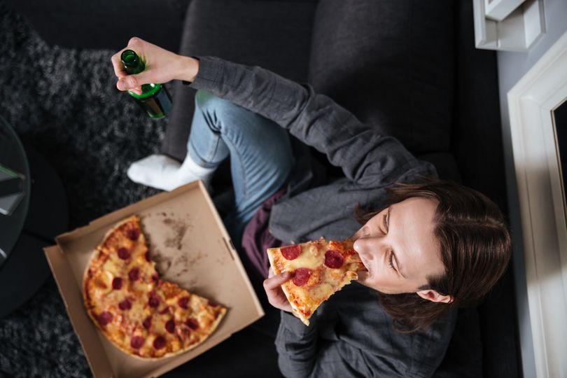 4 najčastejšie dôvody večerného prejedania a tipy, ako mu predísť