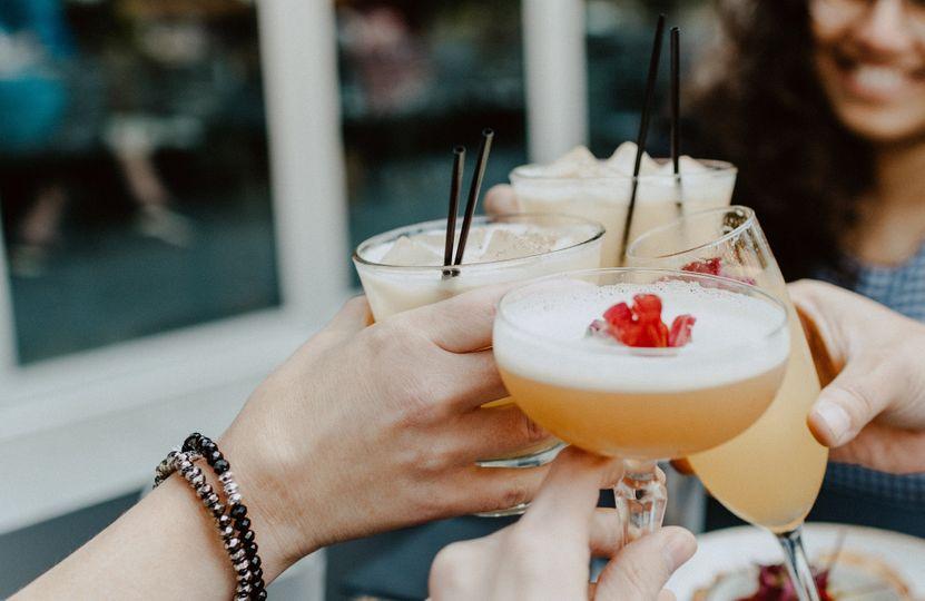 8 letných alkoholických drinkov: Ako pripraviť ich menej kalorické verzie?