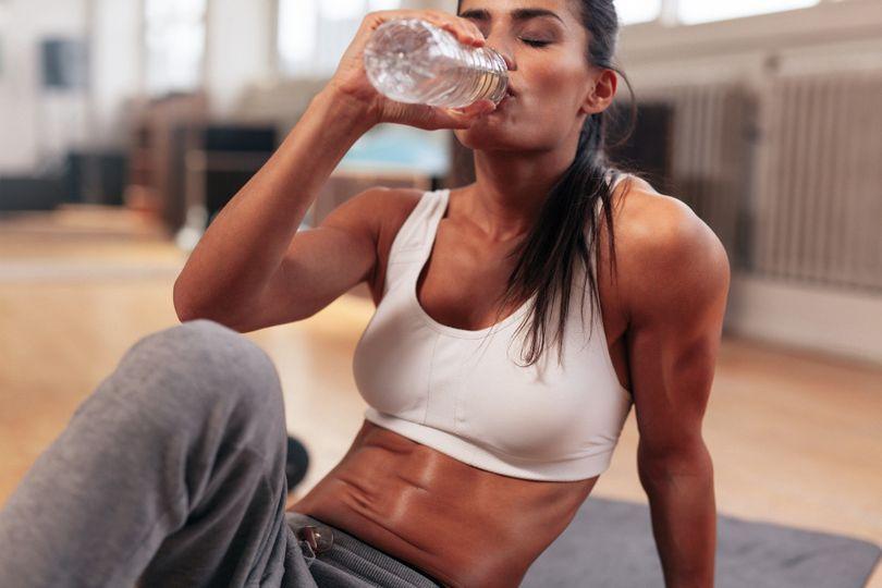 Pravda o zadržiavaní vody! Akým spôsobom ovplyvňuje chudnutie?
