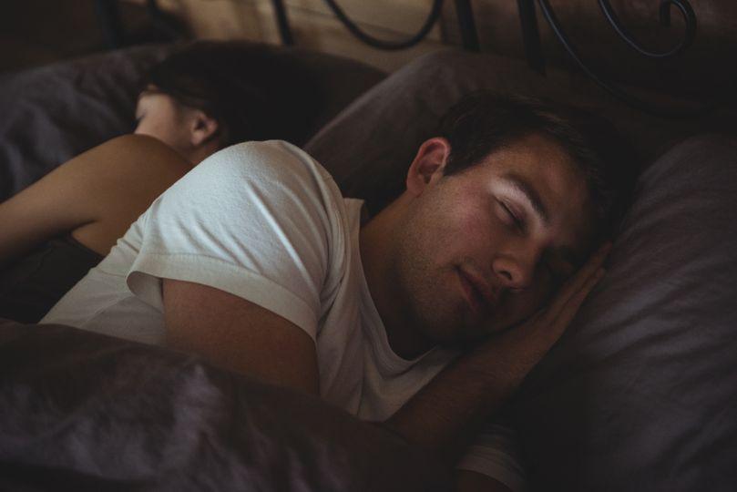 Prečo bez spánku nerastú svaly a nechudneme? 6 tipov, ako sa kráľovsky vyspať