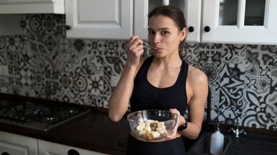 Čo jesť pred a po behu? Musíme dopĺňať energiu aj počas tréningu?