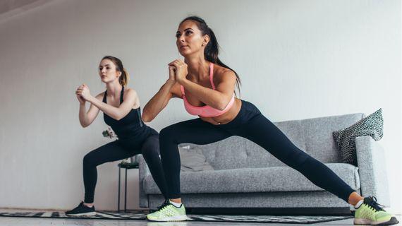 Jak zpevnit vnitřní stranu stehen? Nejlepší cviky, které zvládnete i doma