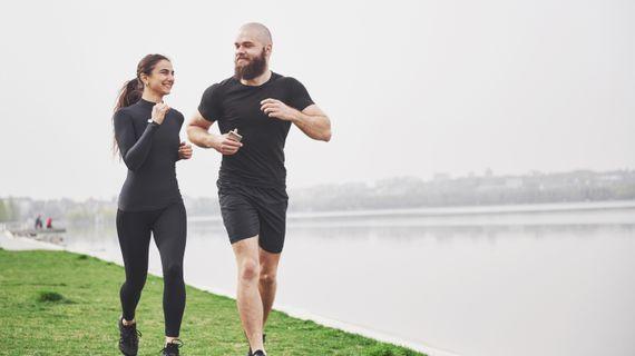 Je pre chudnutie efektívnejšie behanie alebo kruhový tréning?