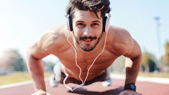 Poslech hudby na tréninku je skoro jako legální doping. Najdi si ideální playlist dle typu aktivity