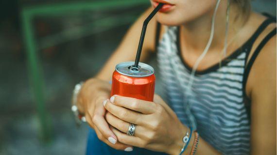 Pravidelné pití limonád: Jaká s sebou nese rizika?