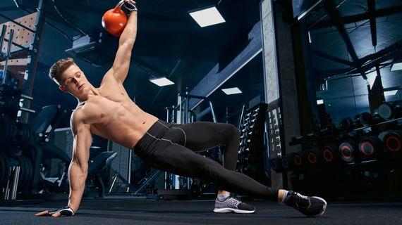 Stroje vs. činky: čo je lepšie na precvičenie svalov?