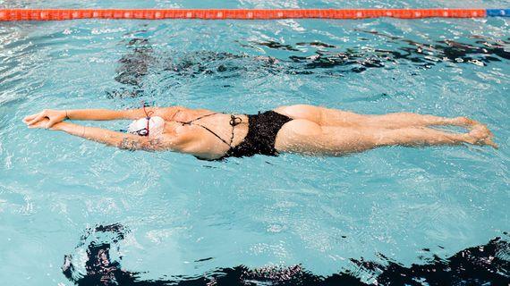 Plávanie: 4 jednoduché rady pre začiatočníkov, ktorými by sa mal riadiť každý plavec