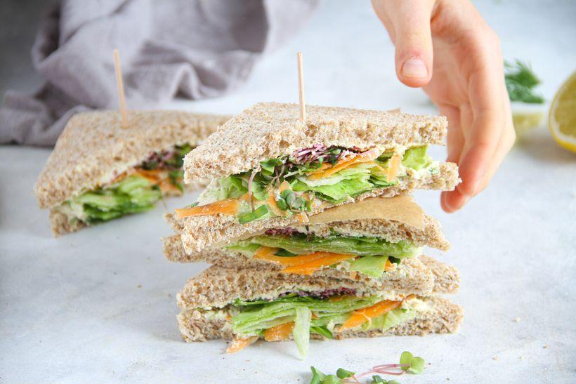 Rýchle sendviče stofu nátierkou