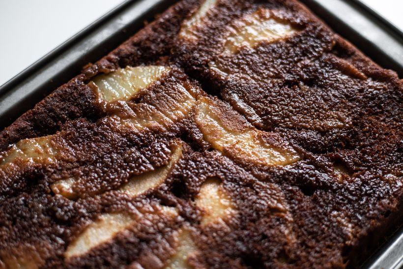 Šťavnatý obrácený koláč shruškami