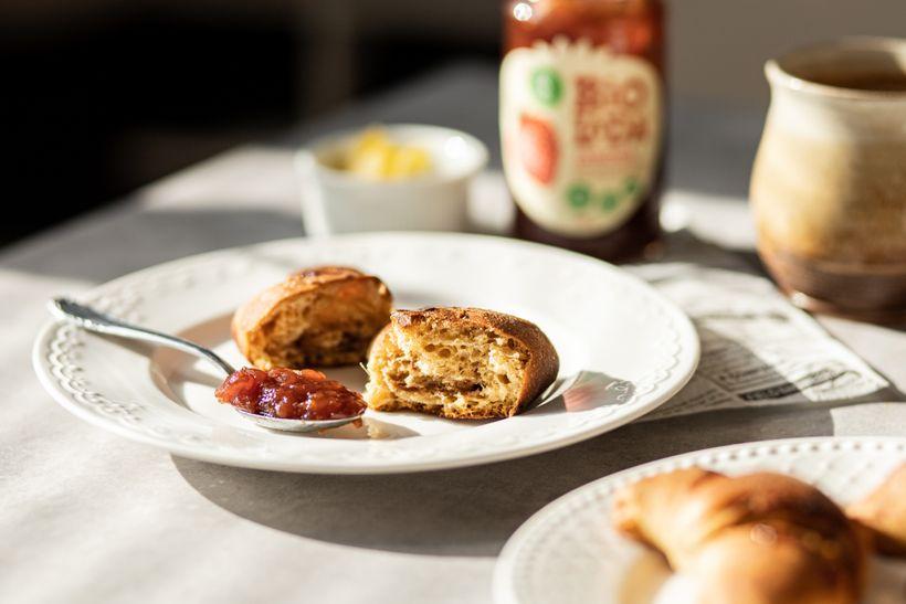 Zdravé domáce croissanty sjahodovou marmeládou aminimom kalórií