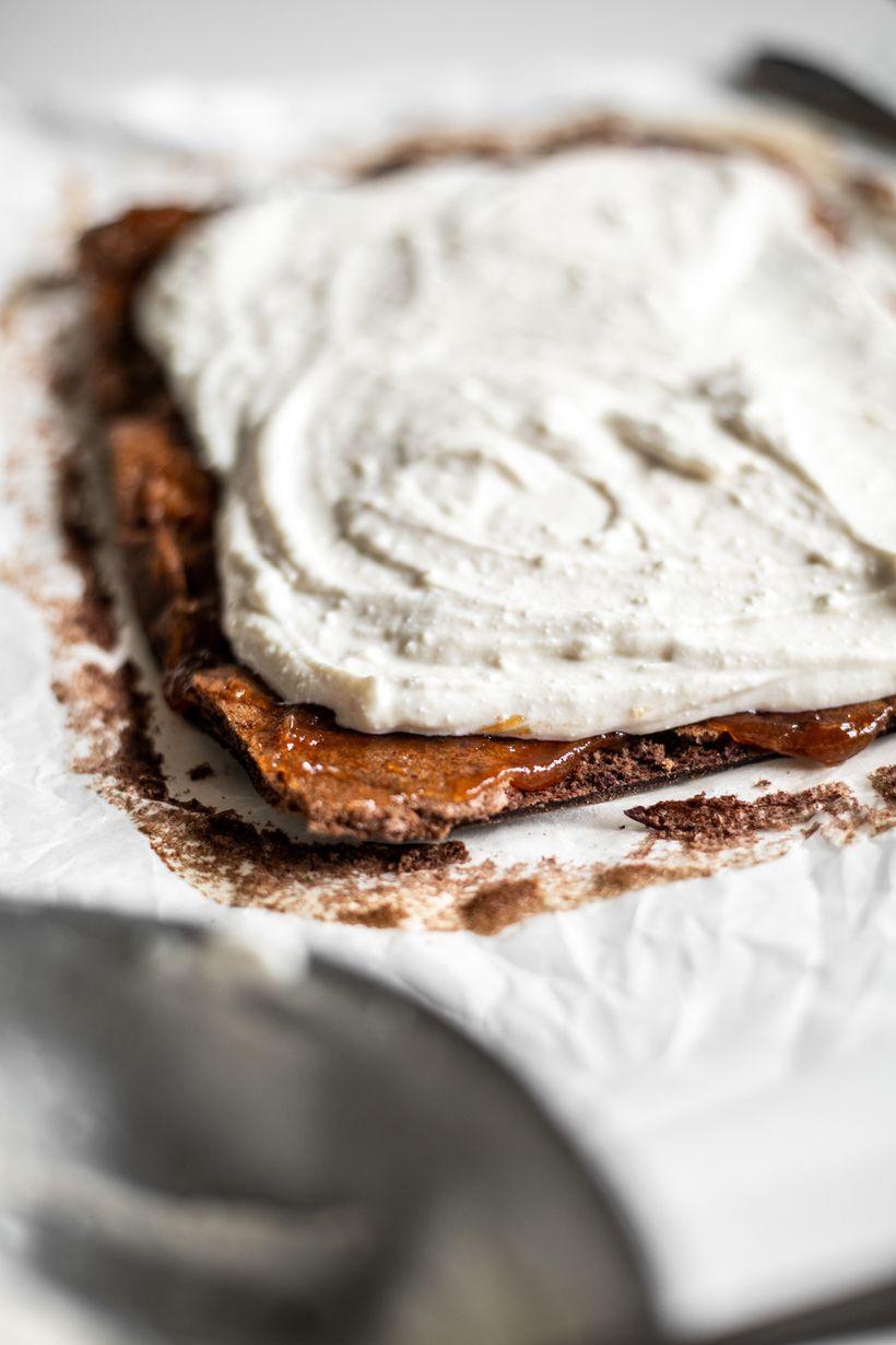 Nadýchaná čokoládová roláda sjahodami aminimom kalórií