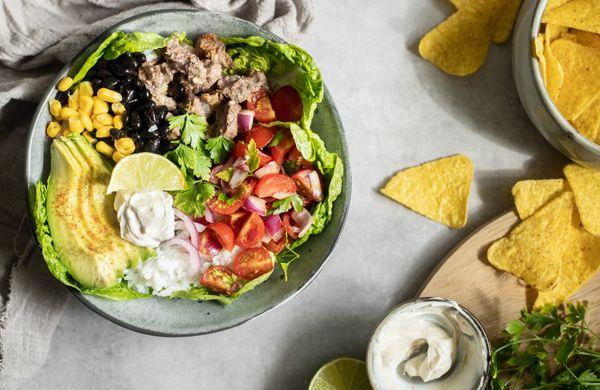Zdravý obed alebo večera s chuťou Mexika: Burrito bowl